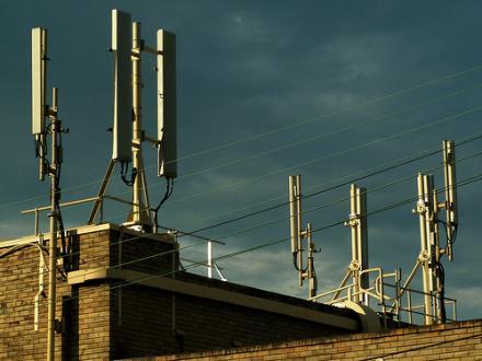 Une locataire d'Antony Habitat victime d'hyper sensibilité aux ondes magnétiques des antennes relais